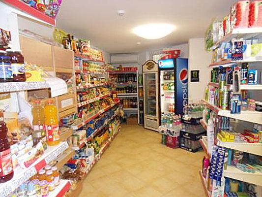 üzletek, árukészletek értékbecslése