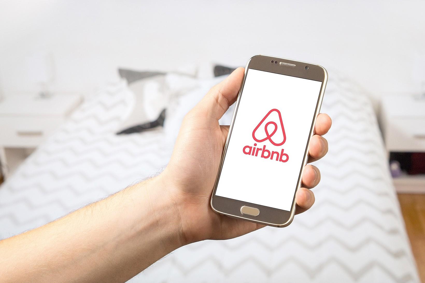 Enyhülhetnek az Airbnb-szolgáltatók adóterhei