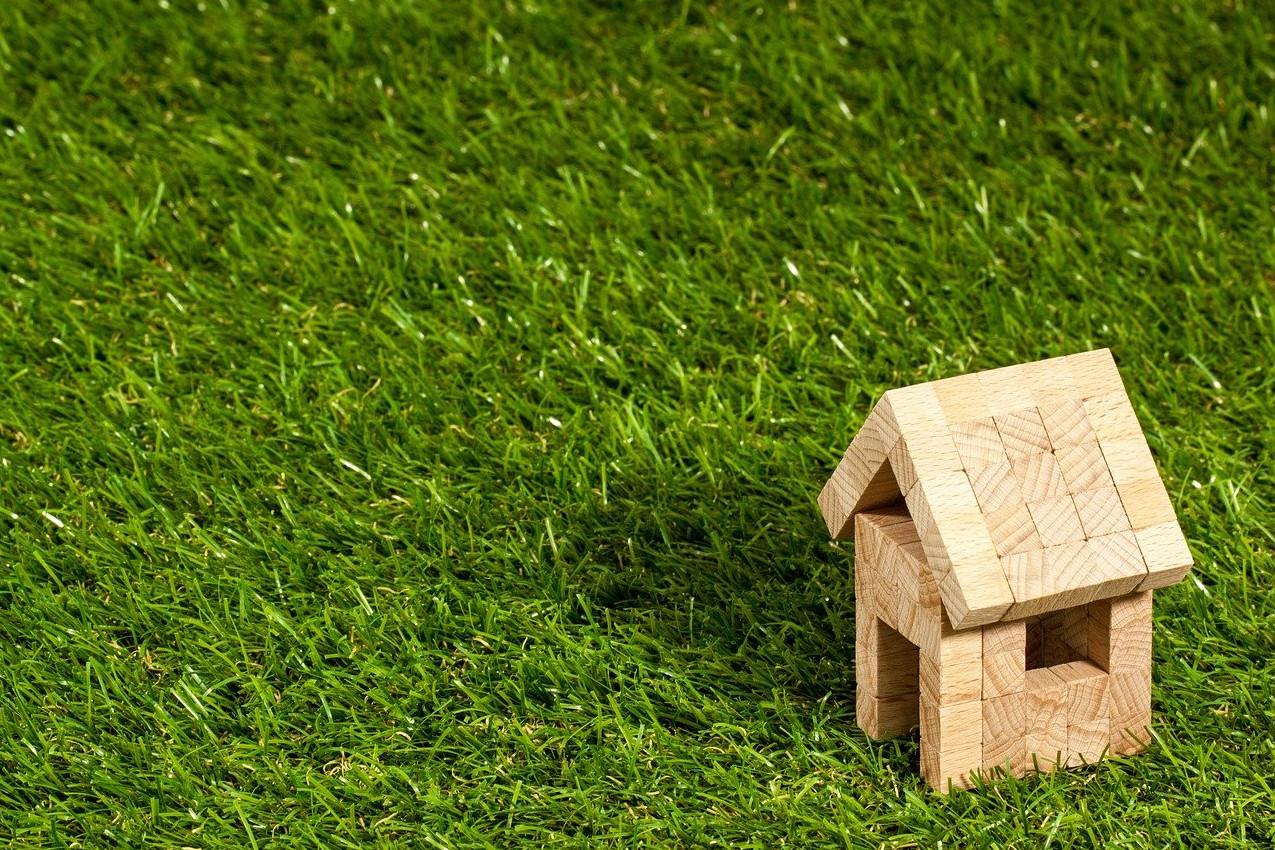 Vidéken egyre drágábbak, Budapesten egyre olcsóbbak az ingatlanok