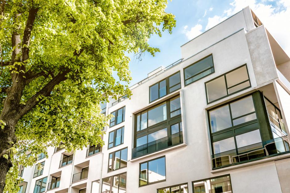 Nem csak az év vége lesz erős az új lakásoknál: már most látjuk a jövő év végi rohamot